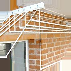 Удобный способ сушить белье после стирки на балконе, это подвесная потолочная сушка.
