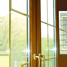 Добавить стиля вашему балкору помогут декоративные элементы пластиковых окон, такие как шпрос