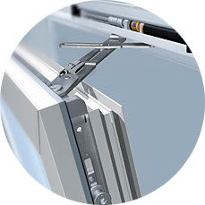 Окна на балконе могут быть не только распашными, возможно применение раздвижных оконных систем или даже комбинирование двух и более вариантов открывания окон на балконе, просто и удобно!