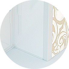 Завершающим штрихом отделки балкона, как раз послужит отделка откосов балконного блока со стороны балкона, рекомендуем заказать откос из пластиковой панели и декоративного наличника. Практичность и красивый внешний вид порадуют вас
