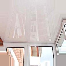 Важной деталью отделки балкона, является потолок и мы предлагаем вам не ограничиваться сайдингом или штукатуркой, просто закажите натяжные потолки на балконе, у нас это возможно!