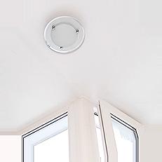 Проведя электричество и подключив освещение на балконе, вы получаете возможность комфортно использовать балкон в любое время, даже вечером или ночью