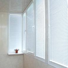 Жалюзи на пластиковых окнах надежно защитят ваш дом от лишних взглядов или палящего солнца