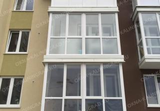 Французское остекление стандартного балкона пластиковыми окнами в Калининграде