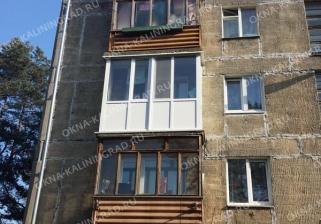 Пластиковые окна на балконе в хрущевке